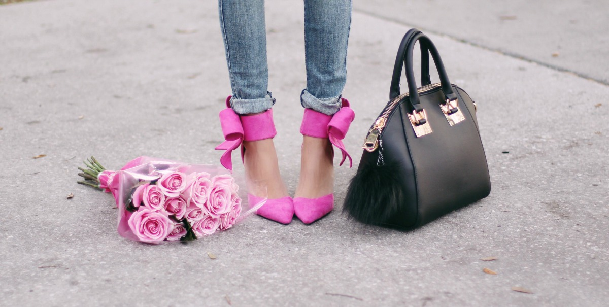 Black handbag with pink bow heels