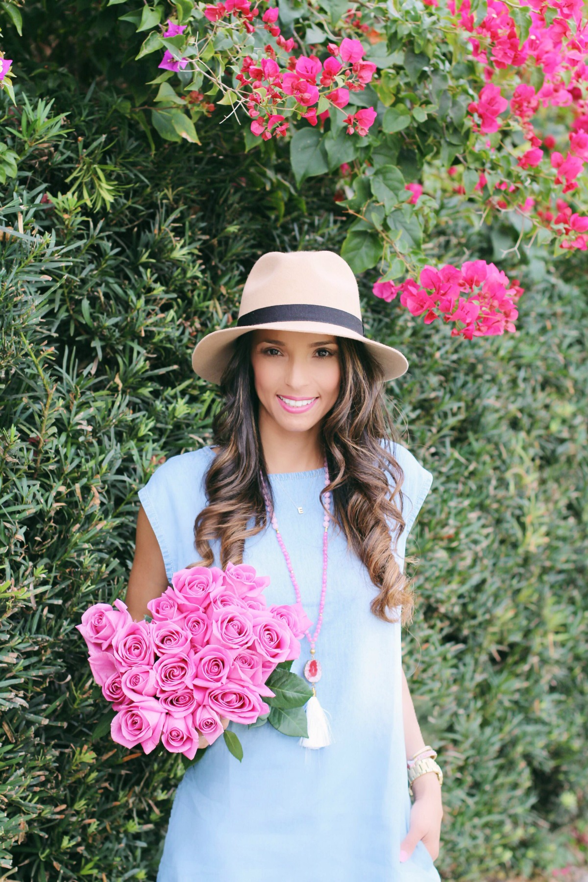 Chambray tunic dress with pockets, hat and tassle necklace