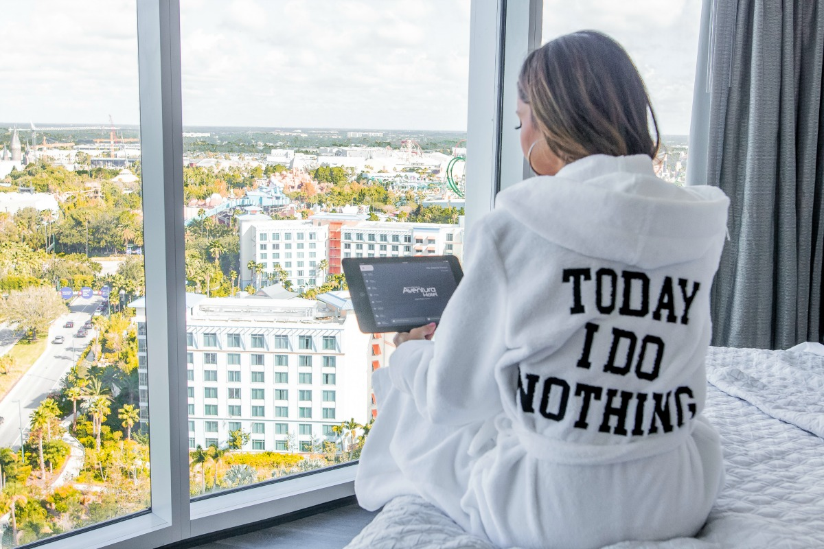 Room views and technology overview of Universal's Aventura Hotel with Eleana